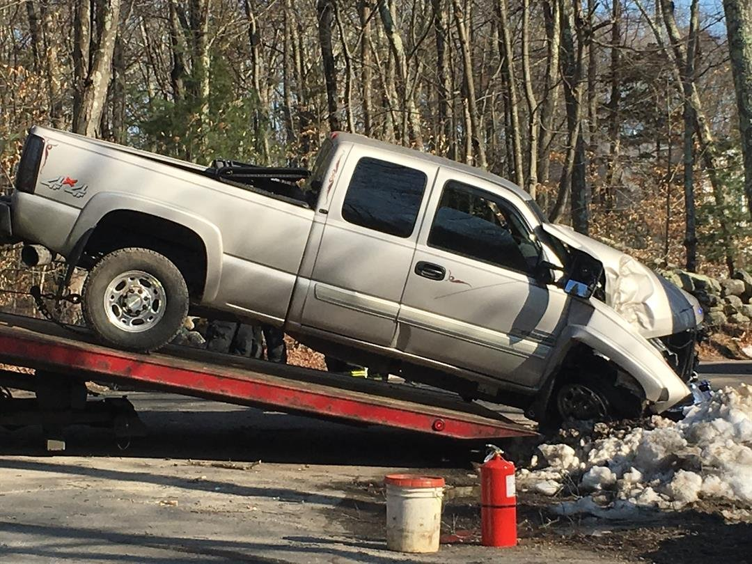 Car crashes into tree in Rehoboth, police investigating