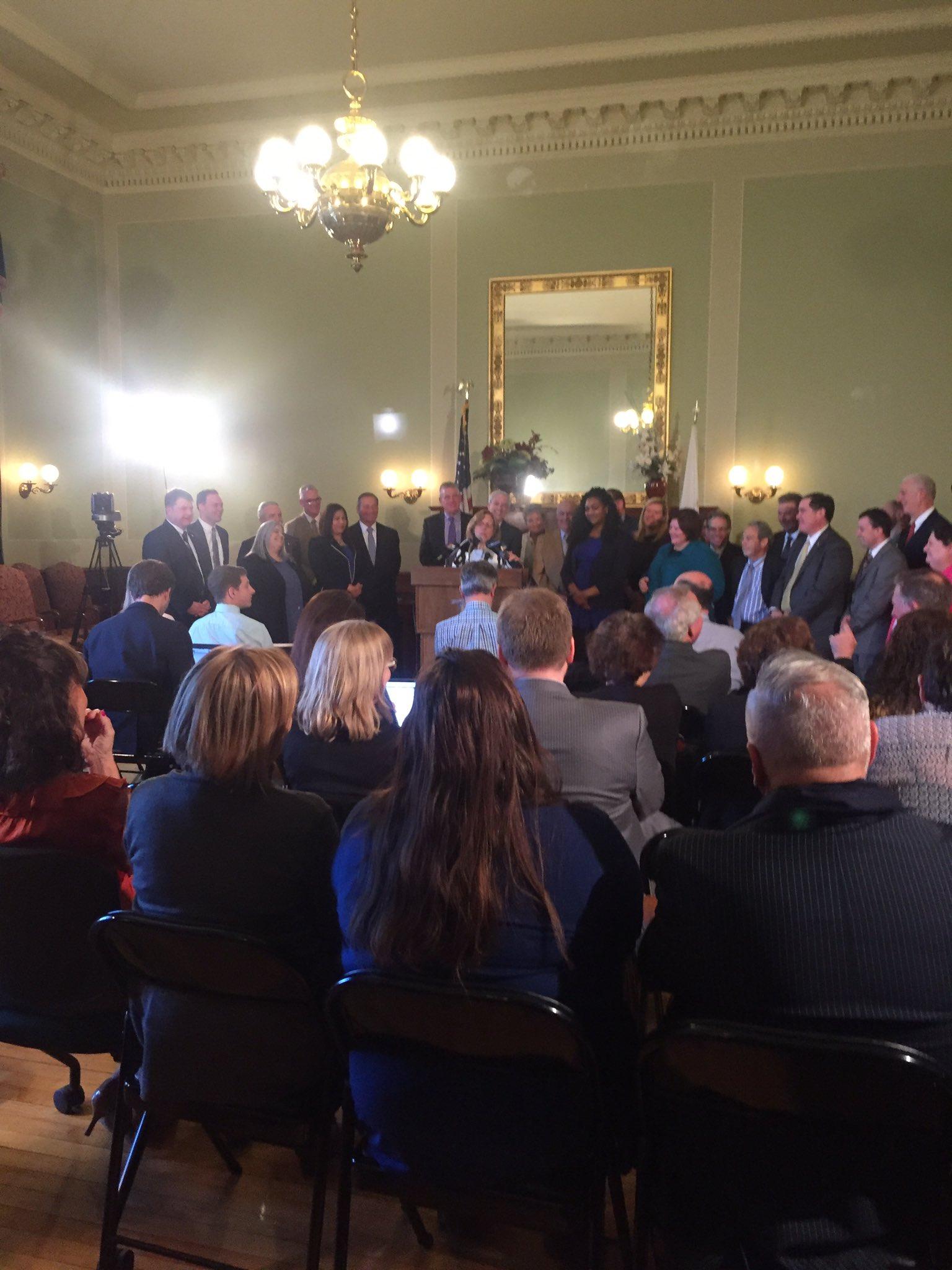 Senate President Teresa Paiva Weed steps down