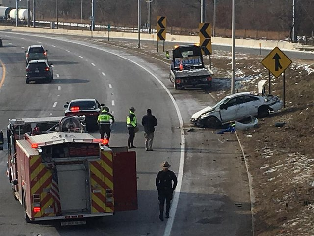 Rollover crash on 95 S in Pawtucket delays traffic - ABC6