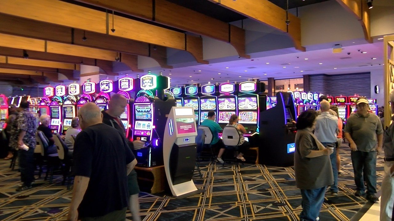 Tiverton Casino Hotel celebrates grand opening - ABC6 ...