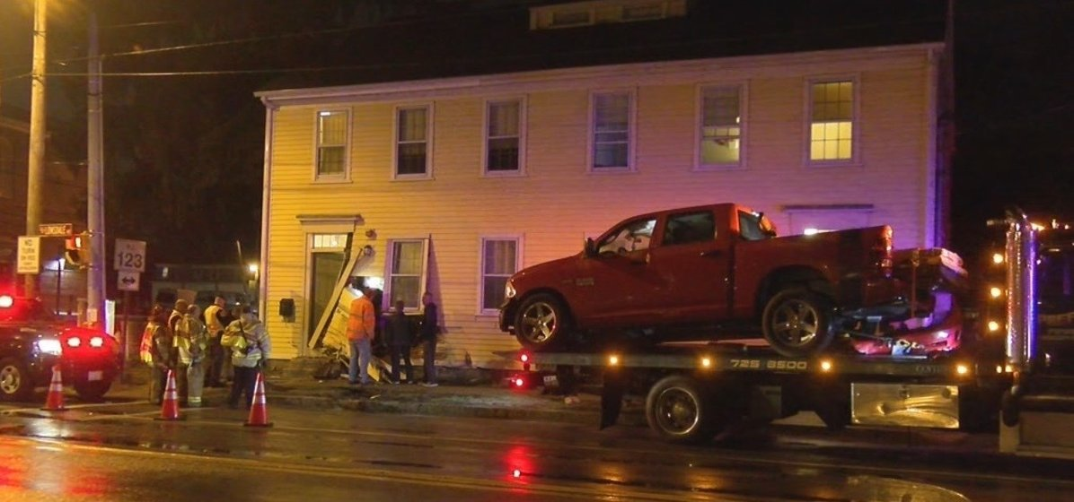 Cumberland man facing DUI charges after driving into a