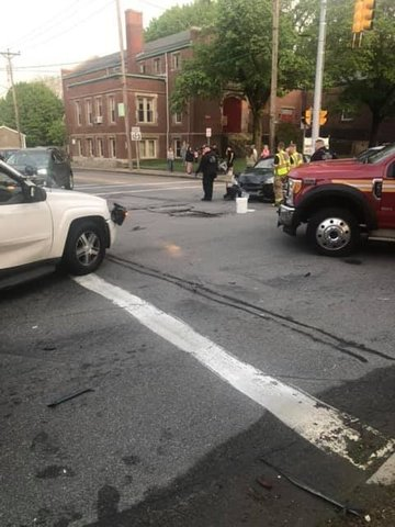 Three people injured after multi-car accident in Lincoln  - ABC6